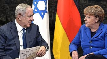 Netanyahu and Merkel with German and Israeli flags